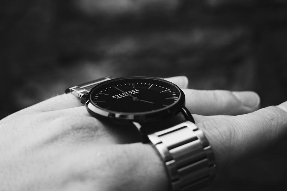 Aventura horloge in zwart wit